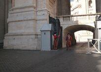 Пост швейцарских гвардейцев