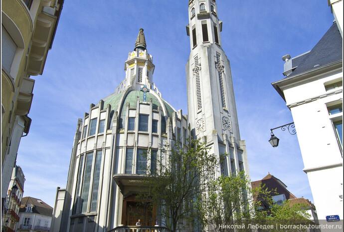 Notre-Dame-des-Malades - одна из самых необычных церквей, что я встречал.