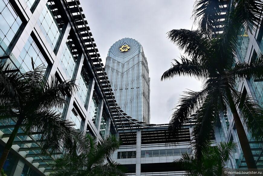 Canton Tower - местный небоскреб. При комплексе, я имею в виду.
