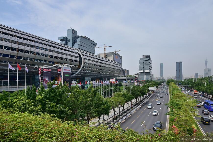 Это выставочный комплекс Пачжоу, где проводятся, как они называются, Кантонские выставки.