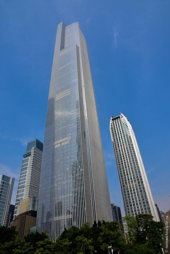 Эта огромная башня в мой первый приезд была еще недостроена...
