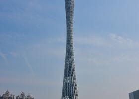 Телебашня Гуанчжоу  — вторая по высоте телебашня в мире, ее обогнала токийская Skytree. Построена в 2005—2010 годах к Азиатским Играм 2010 года. Высота телебашни составляет 600 метров. До высоты 450 метров башня возведена в виде комбинации гиперболоидной несущей сетчатой оболочки и центрального ядра. Гиперболоидная конструкция сетчатой оболочки телебашни Гуанчжоу соответствует патенту 1899 года русского инженера В. Г. Шухова. Сетчатая оболочка башни выполнена из стальных труб большого диаметра. Башню венчает стальной шпиль высотой 160 метров. Башня предназначена для трансляции ТВ- и радио-сигналов, а также для обзора панорамы Гуанчжоу и рассчитана на приём 10 000 туристов в день. (Википедия). От себя могу сказать, что башня выглядит ОЧЕНЬ изящно!