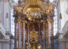 Peterskirche_Munich_-_St_Peter\'s_Church_Altar.jpg