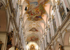 St._Peter_(München)_Hochaltar_&_Deckengemälde.jpg