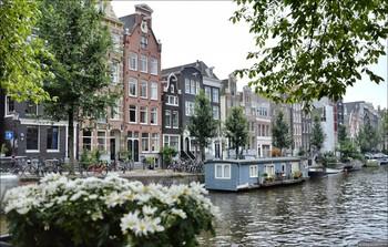 В Амстердаме решили воспитывать туристов