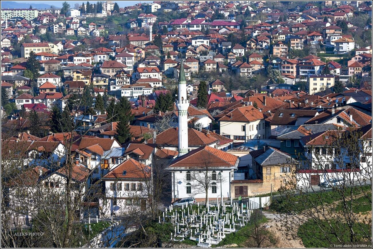 Что называется, - пусти козла в огород. Все два дня, что мы провели в этом городе, я все время снимал. Ракурсы города - просто поражают, так как он весь расположен на холмах. Утром, вечером - при разном освещении - он выглядит все время по-новому..., Очарование Сараево (прогулка первая)