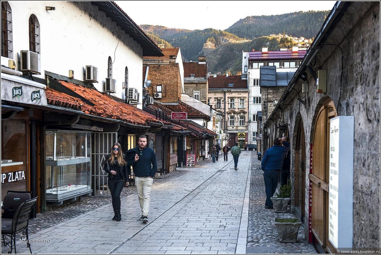 В чем и предлагаю вам убедиться, прогулявшись по улочкам города, по его набережной и поднявшись на его живописные холмы (город окружен довольно высокими вершинами). Что мы знаем о Сараево?, Очарование Сараево (прогулка первая)