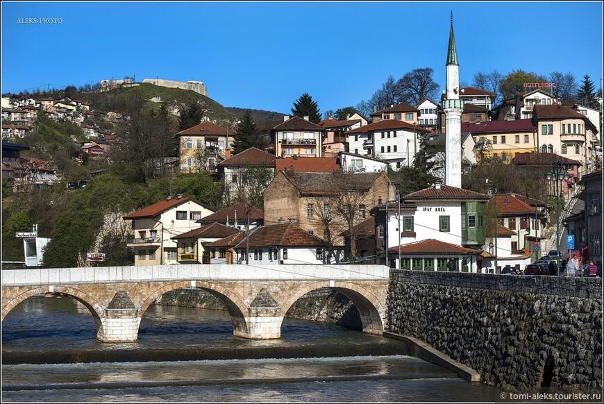 Сухая справочная информация гласит о городе следующее. Сараево - столица Боснии и Герцеговины и её части - Федерации Боснии и Герцеговины. Административный центр Сараевского кантона. Образует муниципальное образование «город Сараево», разделённое на четыре самоуправляемых района.