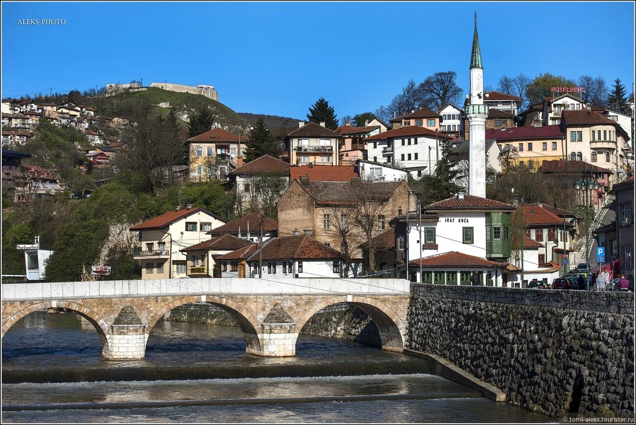 Сухая справочная информация гласит о городе следующее. Сараево - столица Боснии и Герцеговины и её части - Федерации Боснии и Герцеговины. Административный центр Сараевского кантона. Образует муниципальное образование «город Сараево», разделённое на четыре самоуправляемых района., Очарование Сараево (прогулка первая)