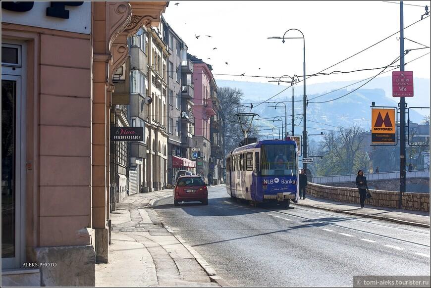 Согласно одной из версий, Сараево было основано на месте средневекового города Врхбосна (впервые упоминается в 1415 г.). Босняки называли город «Шехер-Сараево», а турки — «Новый Дамаск»