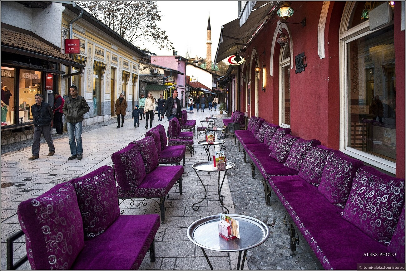 Основателем города считается Иса-бег Исакович, который около 1460 г. стал пашой Боснийского пашалыка с центром в Сараеве. В то время на холме в верхнем течении Миляцки была возведена крепость, внизу на обоих берегах реки разместился торговый район — чаршия., Очарование Сараево (прогулка первая)