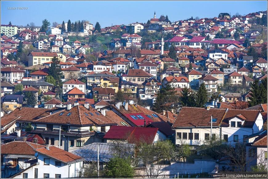 XVI век считается «золотым веком» Сараево. В начале этого века город под руководством Гази Хусрев-бега получил статус города (турецкое шехер). Отец паши имел герцеговинские корни и принял ислам, а мать была дочерью султана Баязида Второго.