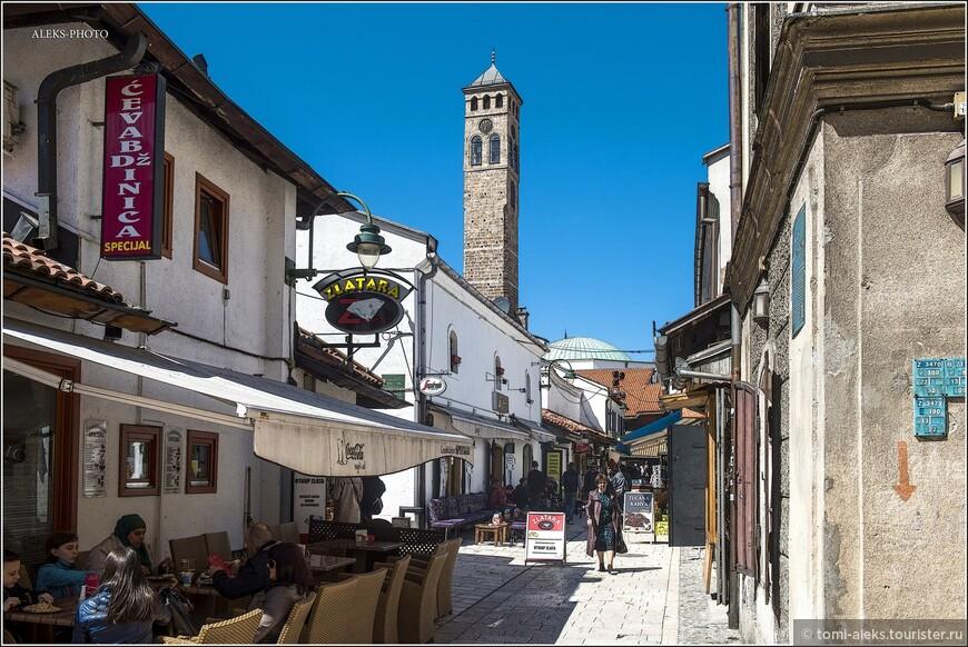 Как и в других городах Османской империи, жилые районы Сараево назывались махаллями, количество которых в конце XVI века перевалило за сотню.