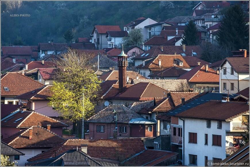Во время Великой Турецкой войны австрийская армия во главе с Евгением Савойским в ночь на 24 октября 1697 года вошла в Сараево и сожгла большую часть города, десять тысяч горожан были уведены в плен. Сараево пришло в упадок...