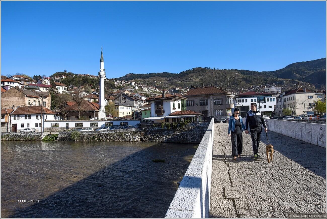 В 1878 г. город был занят австрийскими войсками и перешел в управление Австро-Венгрии. В период с 1878 по 1910 год население города увеличилось вдвое, в основном за счёт католиков, назначавшихся на государственные должности и занимавшихся торговлей и оказанием услуг., Очарование Сараево (прогулка первая)
