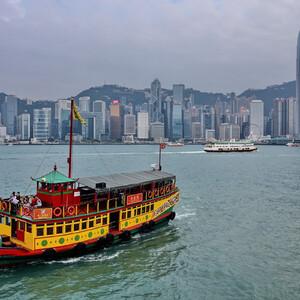 Классический вид на остров Гонконг...