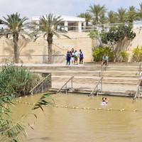 Место крещения Христа, вид на палестинскую сторону реки