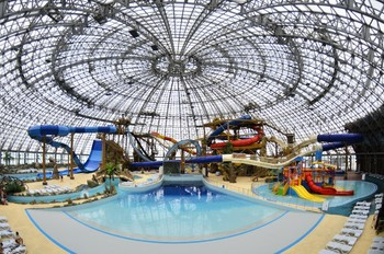 В Тюмени открылся крупнейший в РФ аквапарк