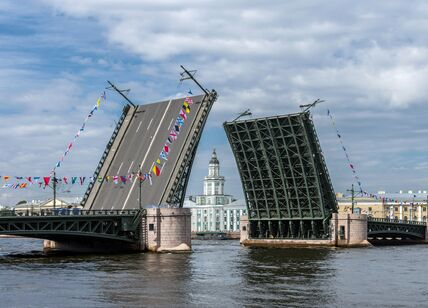 Palace_Bridge_SPB_(img2).jpg