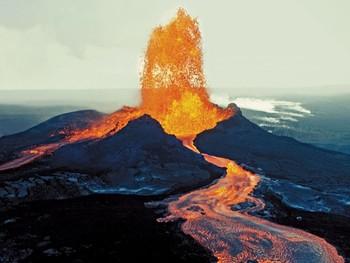 На Гавайях в результате извержения вулкана образовалось еще 1.6 км суши