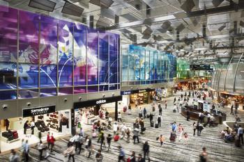 В Сингапуре арестован турист из Китая с 17 паспортами