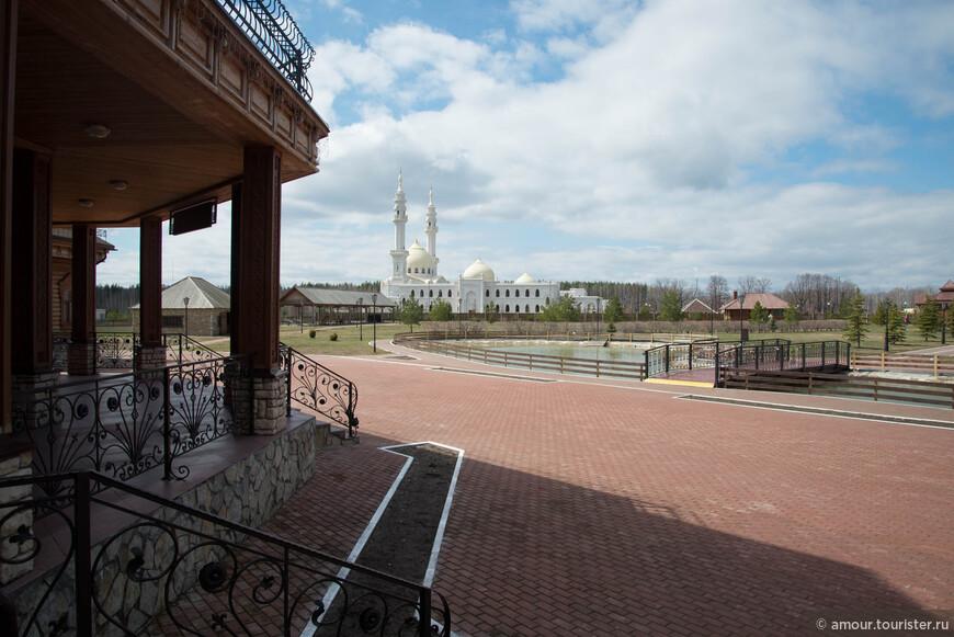 Белая Мечеть является доминантой всего музейного комплекса и её красивый силуэт виден отовсюду.