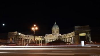 В Петербурге таксист заставил туристку из Мексики заплатить за поездку по Невскому 6 000 рублей