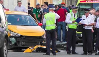 В Москве таксист сбил людей, среди пострадавших — болельщики из Мексики