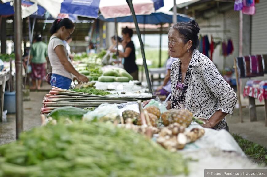 Вечерний рынок на въезде в город