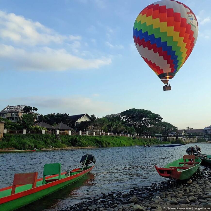 Полеты на воздушных шарах проходят на рассвете и на закате, если позволяет погода.