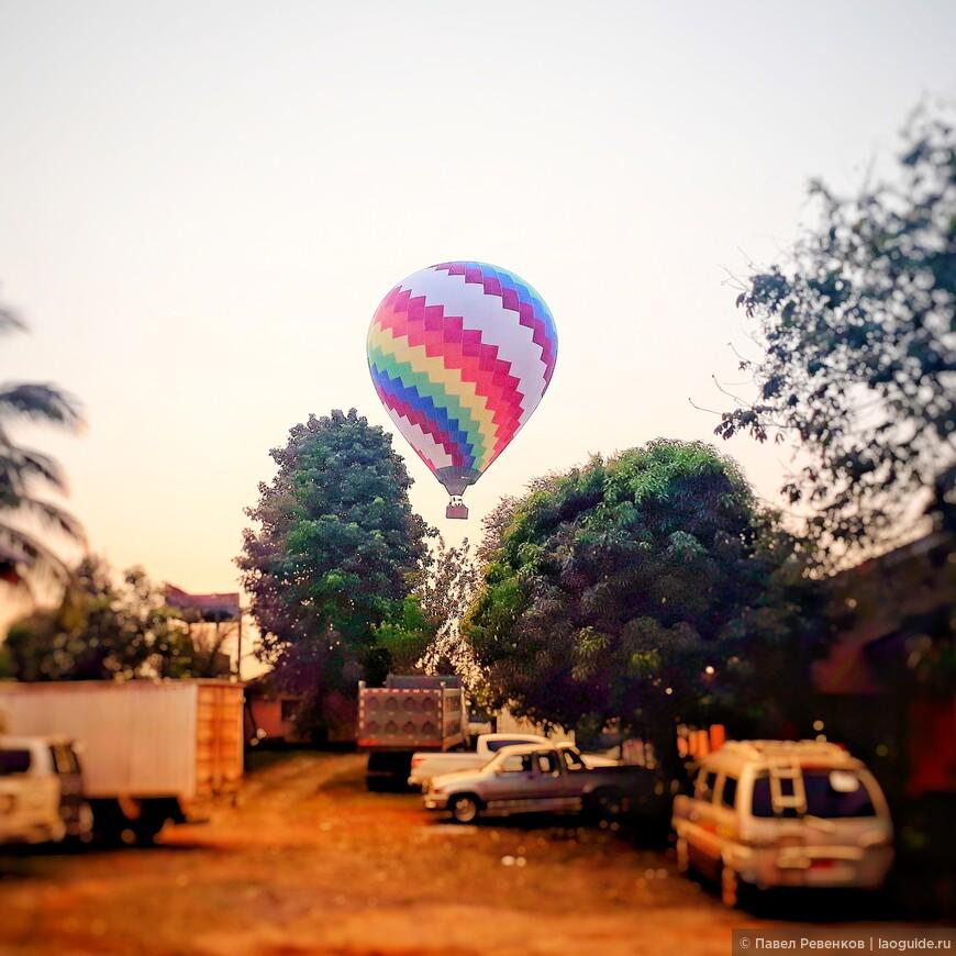 Взлет воздушного шара на рассвете
