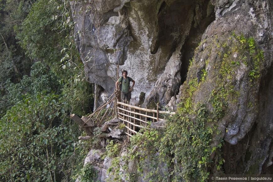 Пещера на территории Blue Lagoon 2.