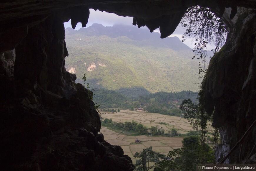 Вид из пещеры на территории Голубой Лагуны №2