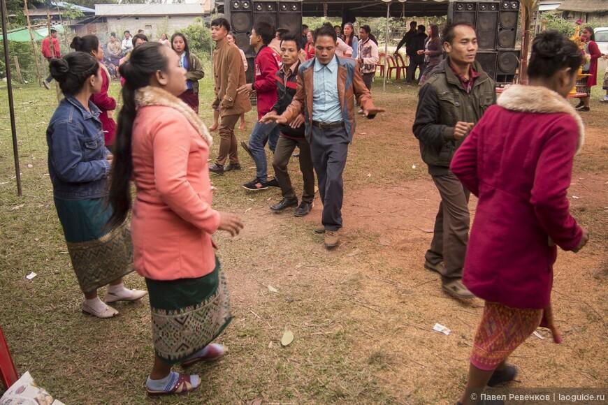 Свадьба в деревне народности Кхму.