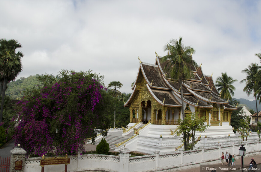 Храм на территории Королевского дворца, где хранится главная святыня страны - золотая статуя Будды Прабанг.