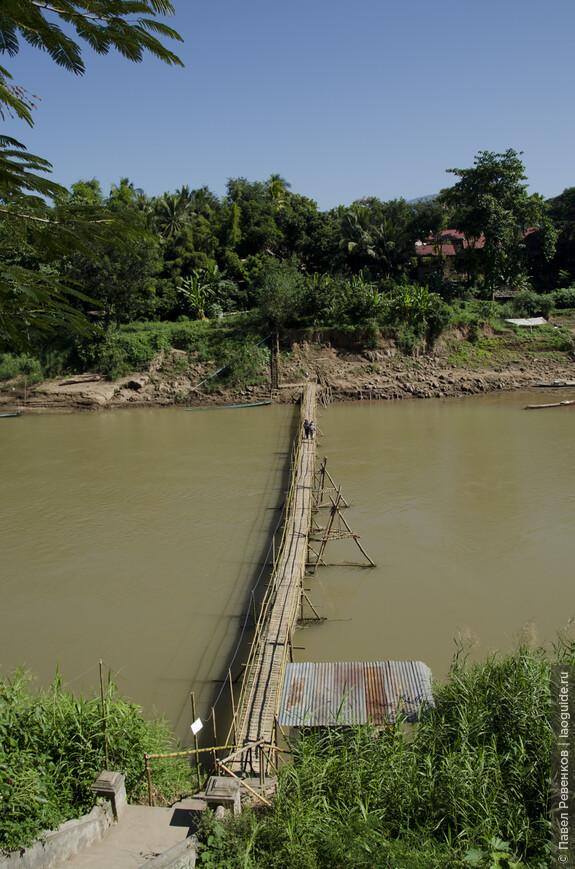 Бамбуковый мост через реку Нам Кхан отстраивается заново каждый год.