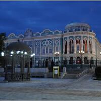 Знаменитый «Дом Севастьянова», самое фотографируемое здание Екатеринбурга, хорош в любое время суток. Недавно он даже попал на заставку Google.
