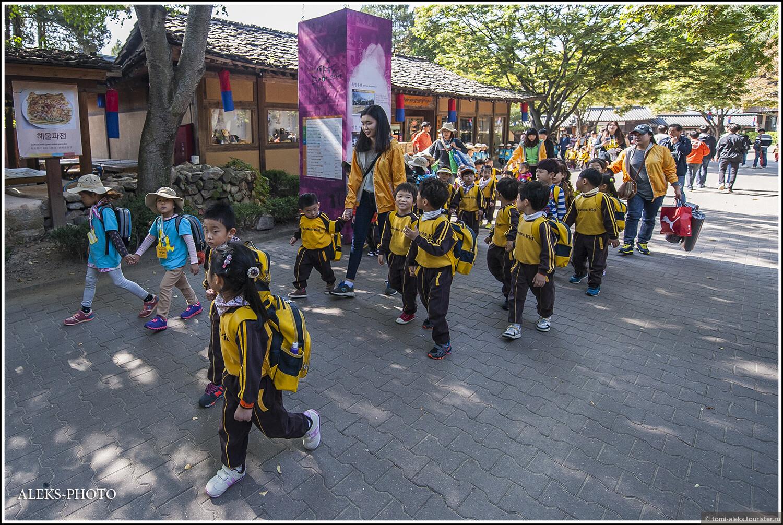 Удивительная все-таки страна - они с малых лет вывозят детей в разные интересные места и знакомят с культурой своей страны. В каждом музее есть детский ми-музей, специально адаптированный для маленьких.., Загадки корейской этно-деревни (часть первая)
