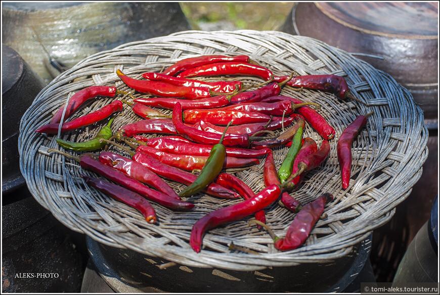 Ноу спайси - очень характерная фраза для иностранцев в Корее. Перец - это еще одно корейское все, помимо ручьев и риса... Кстати, острая пища помогает легче переносить жару...