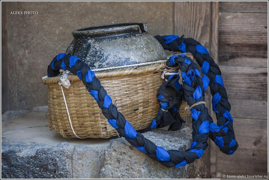 Эстетика, как я уже говорил, прослеживается во всем... Вот, казалаось бы, простая корзинка для переноса казанчика... Но как красиво...