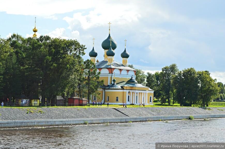Спасо-Преображенский собор - еще один памятник православной архитектуры, входящий в состав ансамбля Угличского кремля. Это главный собор города.