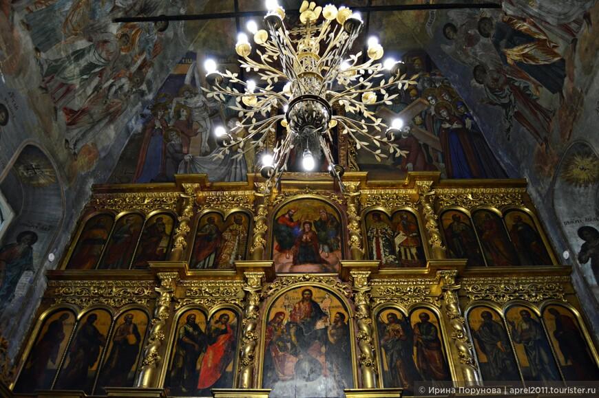 Иконостас в церкви Дмитрия на крови