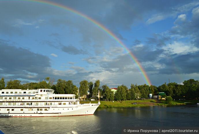 Провожал нас Углич очень торжественно под фантастической красоты радугу...
