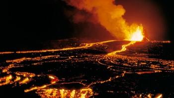 На Гавайях туристов арестуют за селфи с вулканом