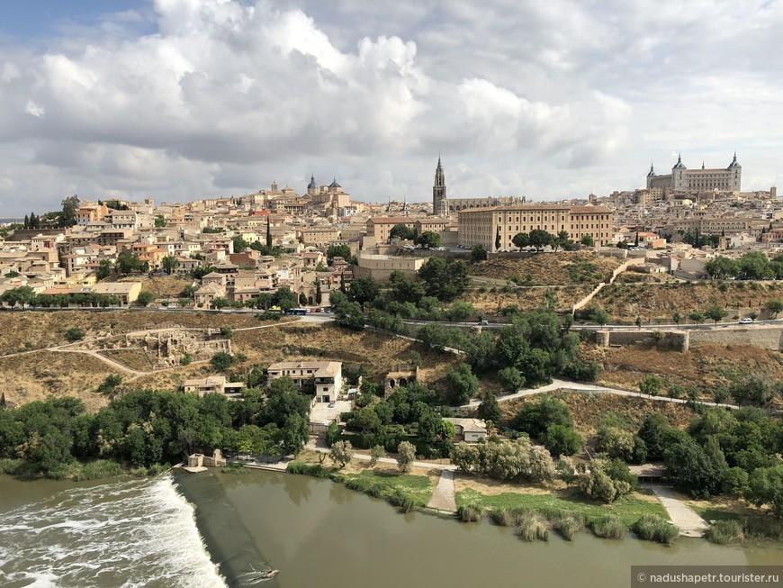 Толедо после римлян облюбовали вестготские короли и даже провозгласили его своей столицей. Их сменили мавританские владыки, которые довольно долго правили, и только в конце XI века король Альфонсо VI смог отвоевать у мусульман город и был коронован здесь, и провозглашен императором Испании. Столицей Испании, Толедо был вплоть до 1561 года, а затем уступил это звание Мадриду