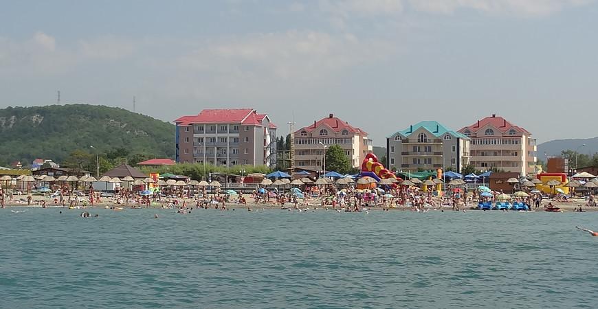 Пляж «Золотой берег» в Лермонтово