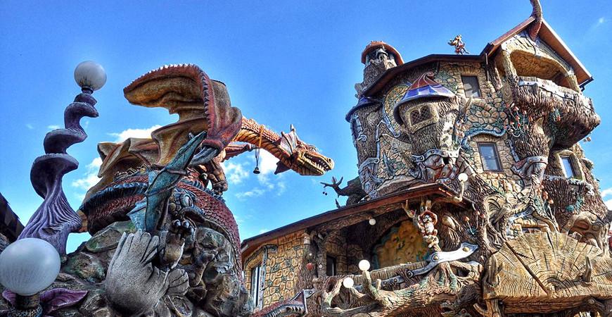 Сказочный дом и подворье «Вихляндия» в Козельске