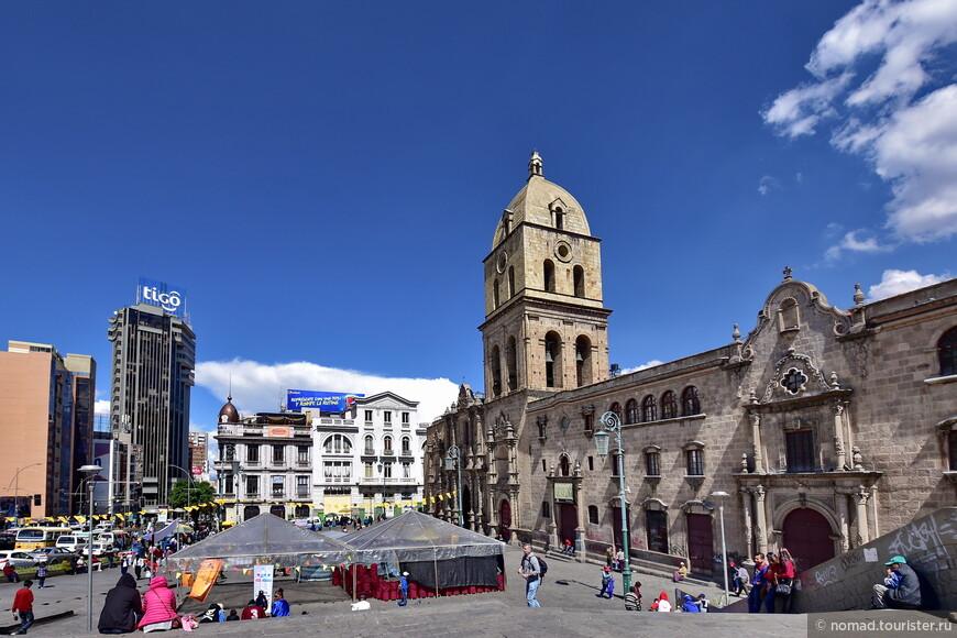 Вид на площадь и собор Святого Франциска