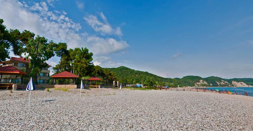Пляж отеля «Дельфин» в Пицунде
