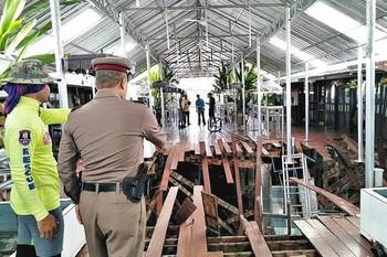 В Таиланде 70 туристов провалились под пол ресторана